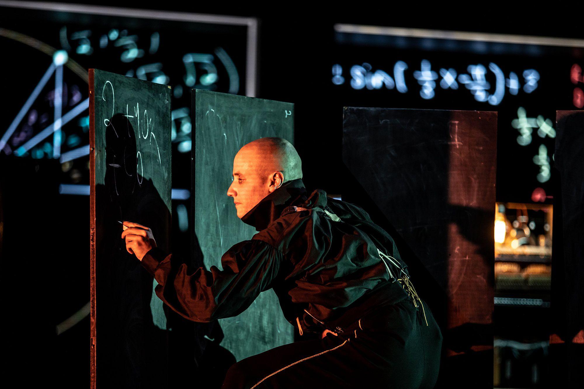 Спектакль «Человек без имени» в «Гоголь-центре» фото 4