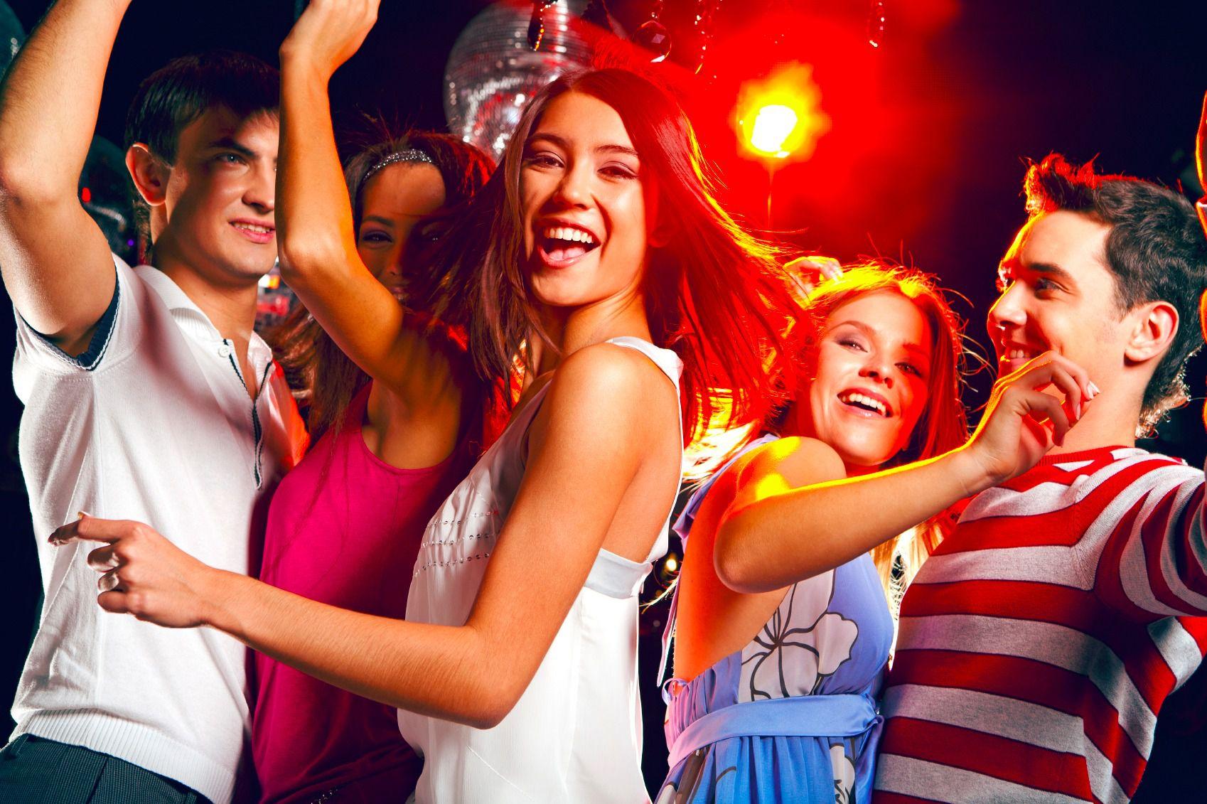 Смотреть вечеринку в ночном клубе
