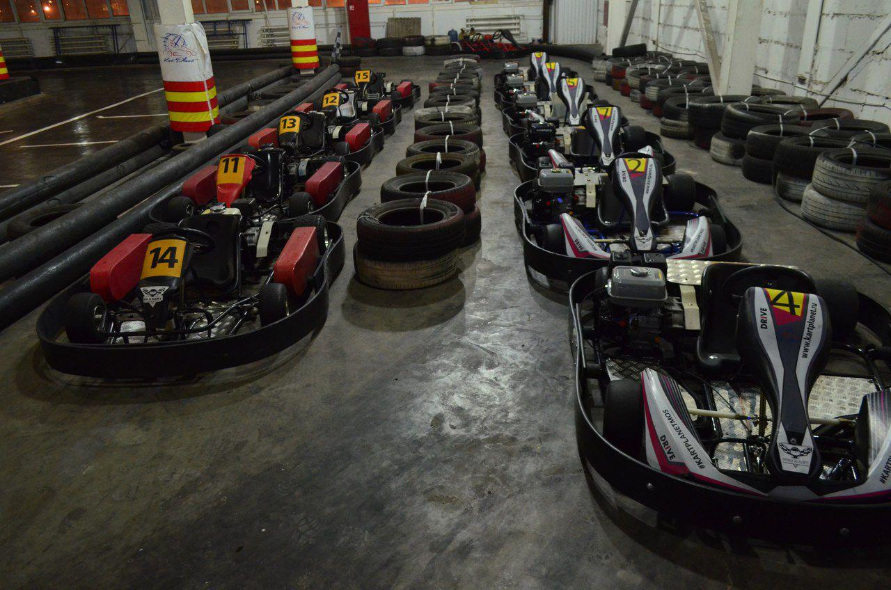 Заезды на картах для детей и взрослых в крытом картинг-клубе Kart Planet со скидкой до 52% фото 1