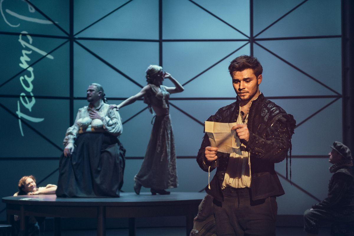 Спектакль «Влюблённый Шекспир» в Театре имени А. С. Пушкина фото 1