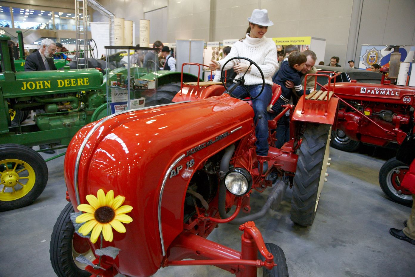 Выставка старинных автомобилей и антиквариата «Олдтаймер-Галерея»