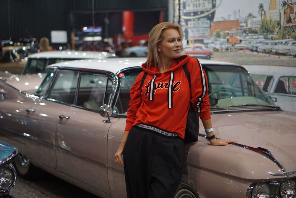 Празднование 8 Марта с Cadillac DeVille в Автомузее «Моторы Октября»