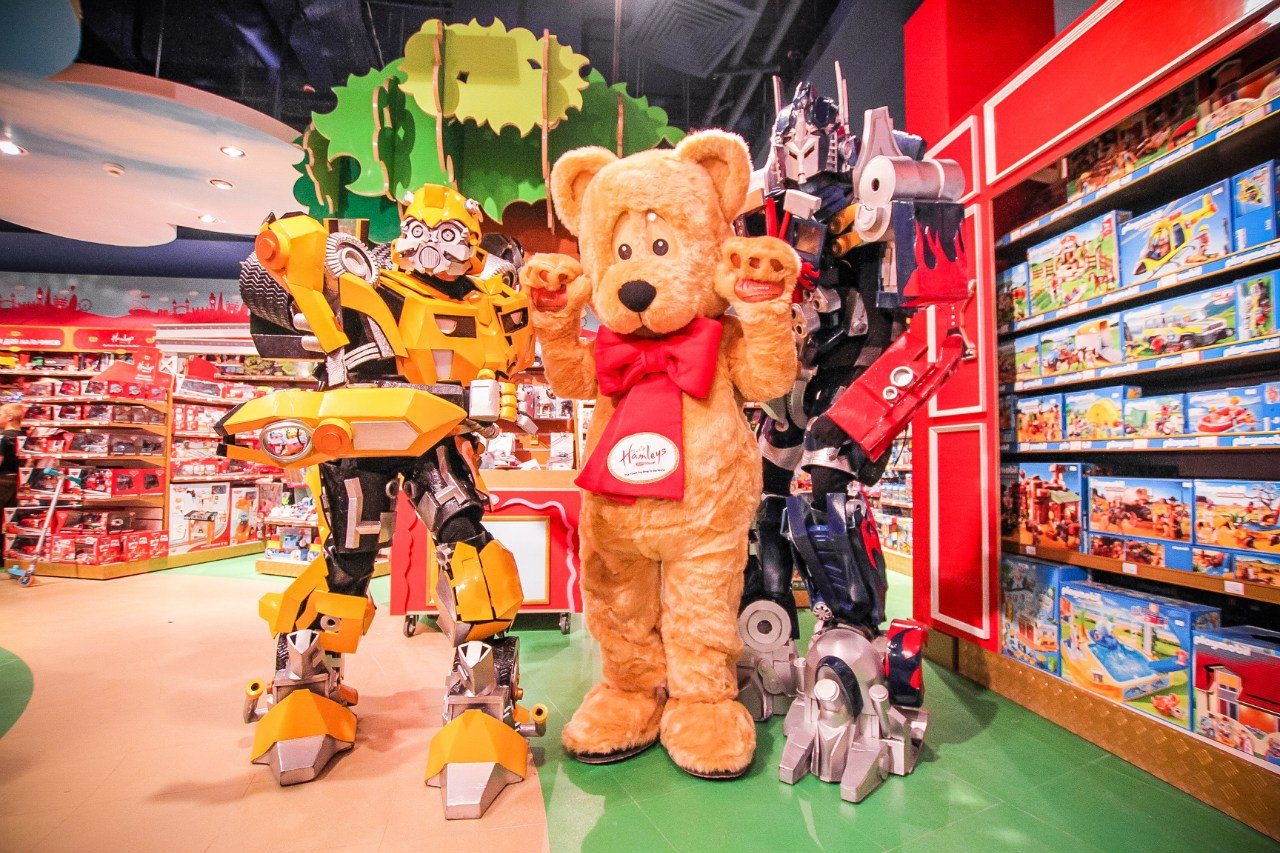 яркое фон магазина игрушек сожалению