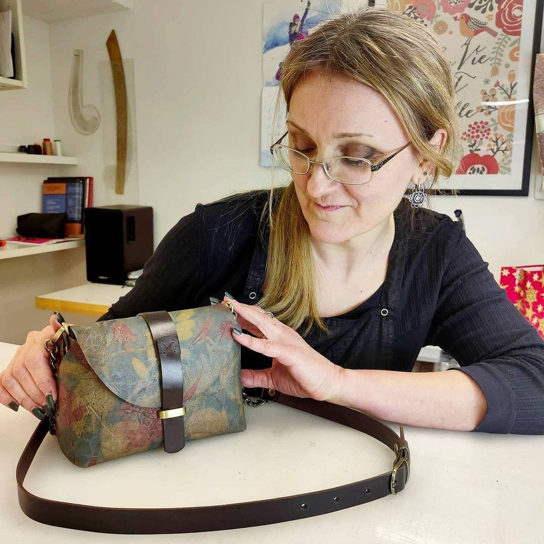 Мастер-классы по изготовлению сумок и аксессуаров из кожи в Leather School фото 2