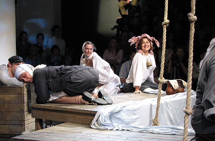 Спектакль «Одна абсолютно счастливая деревня» в Театре «Мастерская П. Н. Фоменко» фото 1
