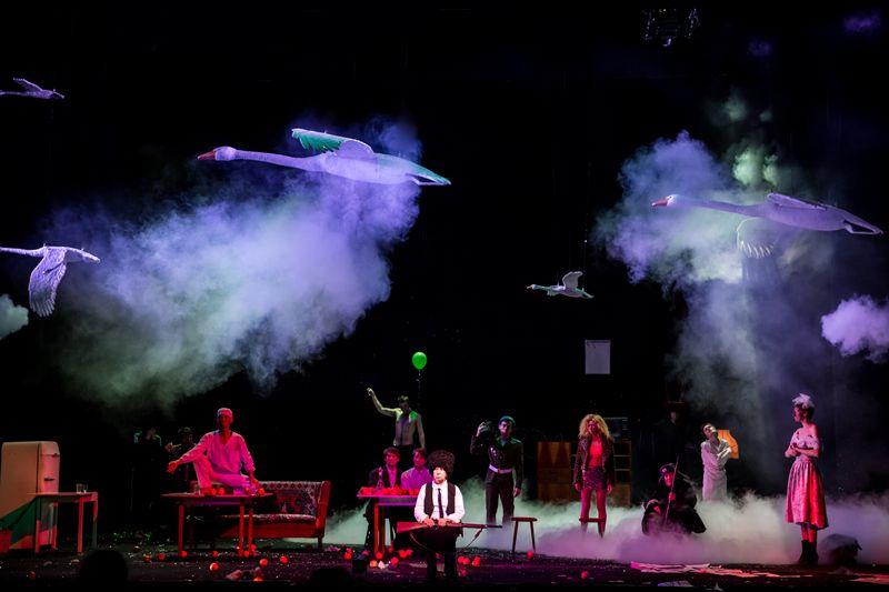 Спектакль «Сказка про последнего ангела» в Театре Наций фото 3