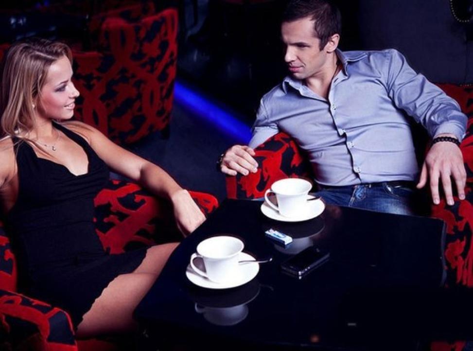 devushki-soblaznili-parnya-v-klube-porno-zrelih-dam-na-pornoland