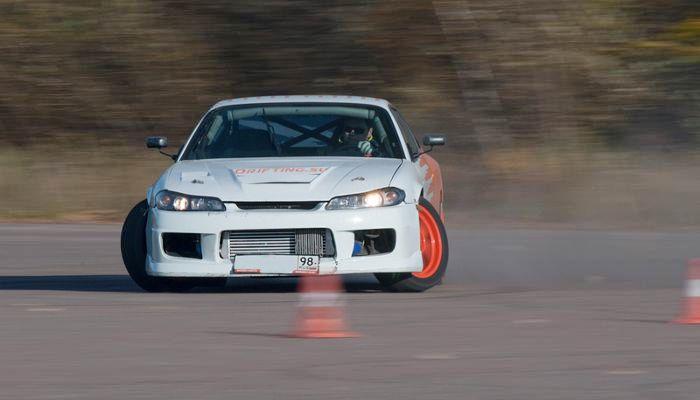 Экстремальное вождение на спорткаре Nissan фото 4