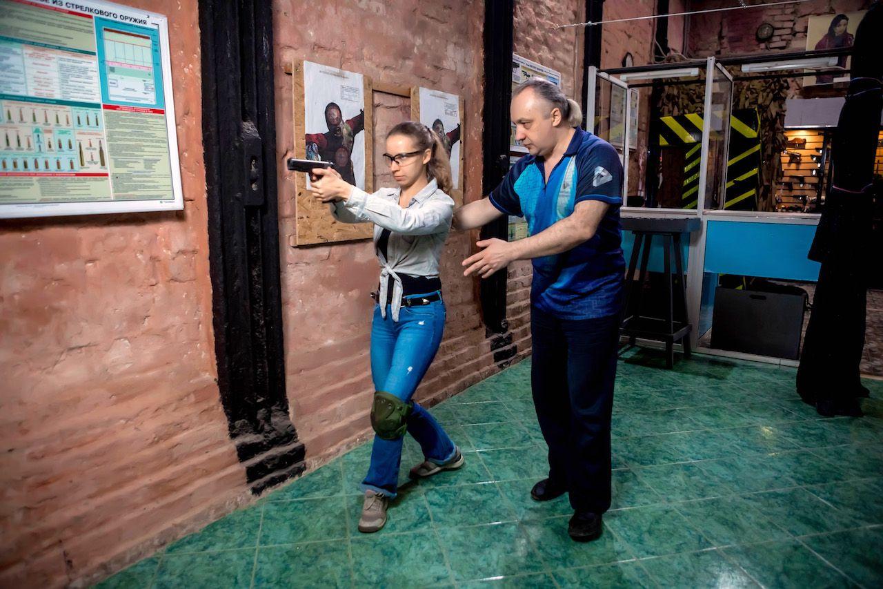 Занятия по стрельбе из пистолета в пневматическом тире клуба «Лабиринт» фото 4