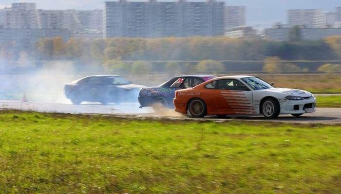 Экстремальное вождение на спорткаре Nissan фото 3