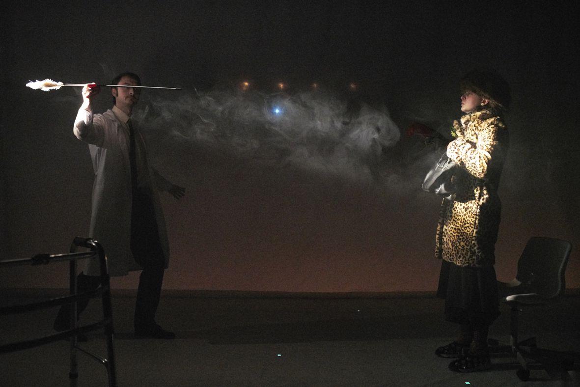 Спектакль «Человек, который принял жену за шляпу» в Театре имени Вл. Маяковского фото 3