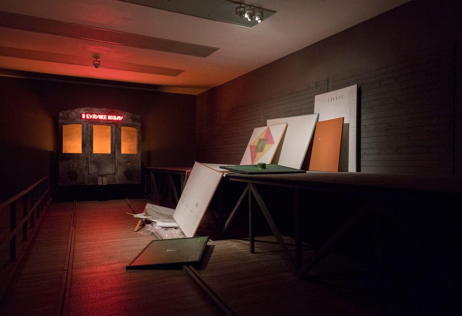 выставка «Илья и Эмилия Кабаковы. В будущее возьмут не всех»