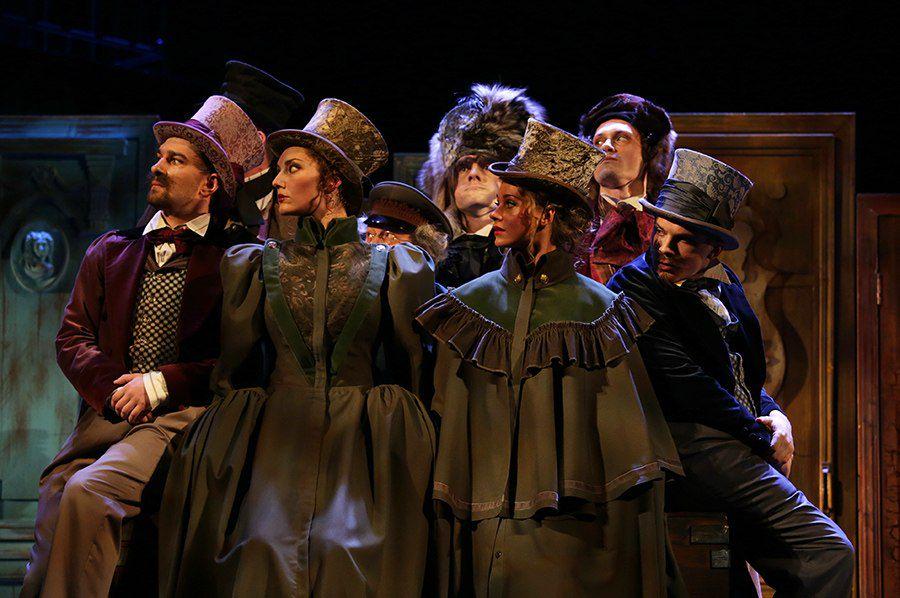 Спектакль «РевИзор» в Театре им. Ермоловой фото 1