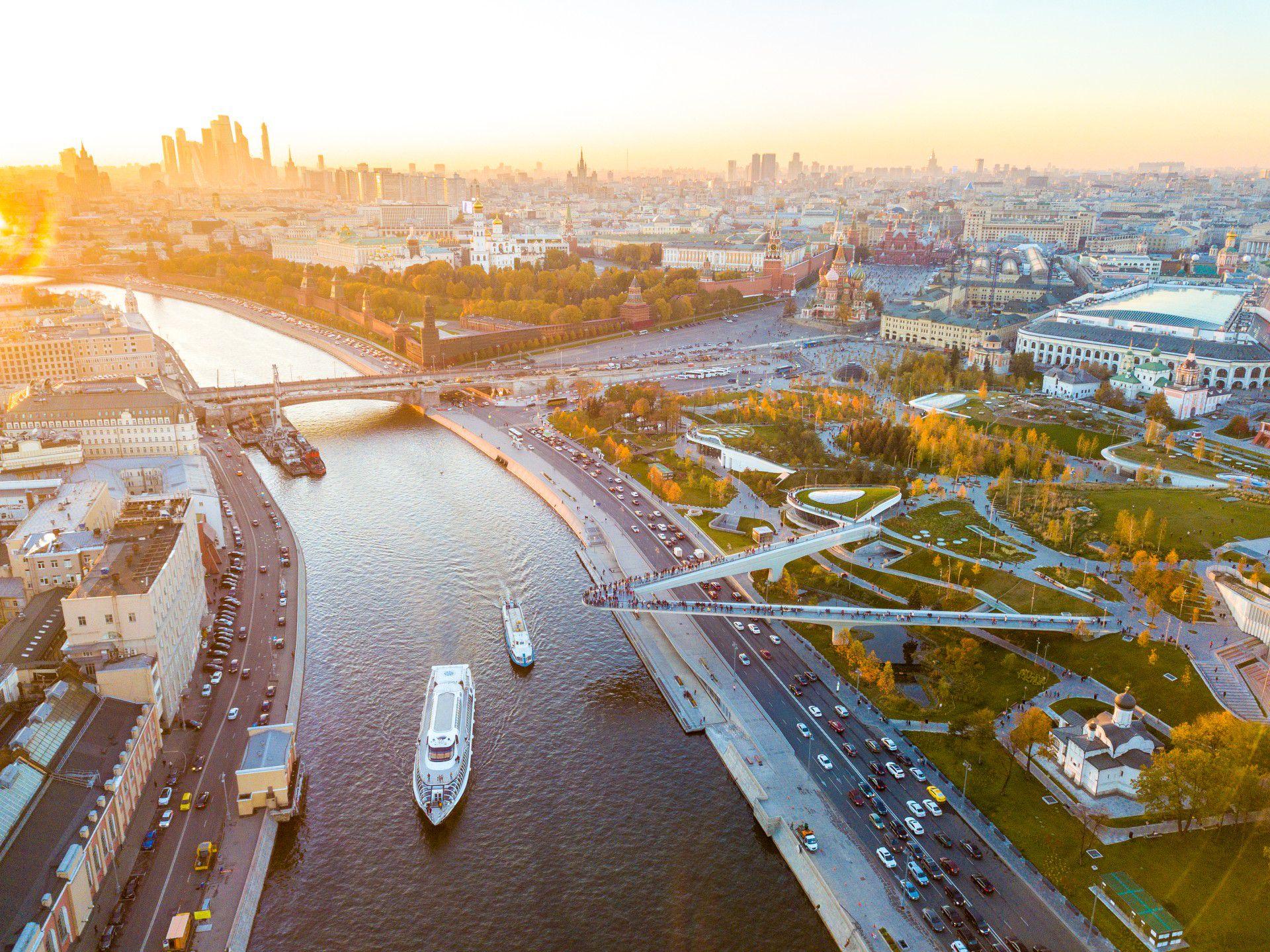 Прогулка на теплоходе «Ривер Лаундж» по центру Москвы с обедом или ужином фото 1