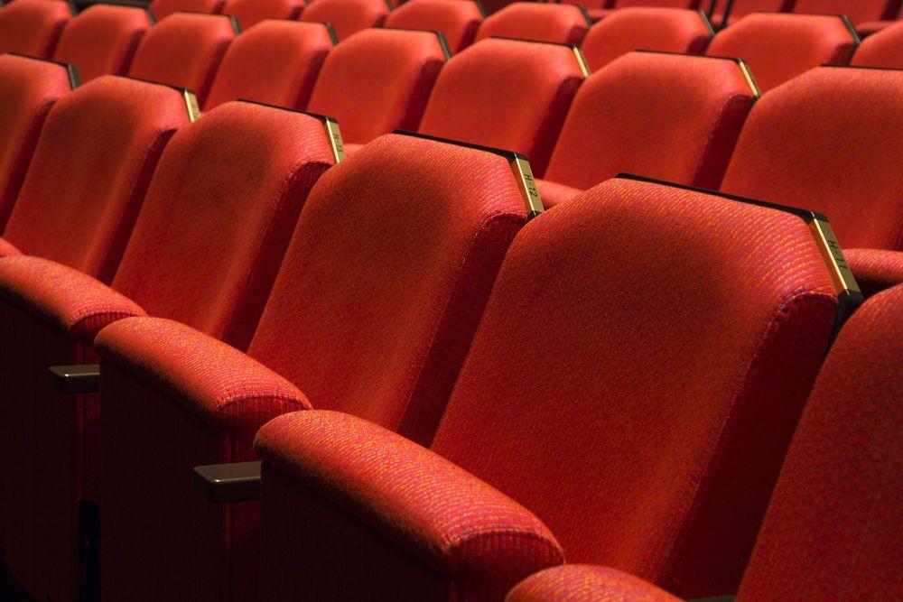 Билеты на спектакль «Два мужа по цене одного» в театре «Эрмитаж» со скидкой до 50% фото 1