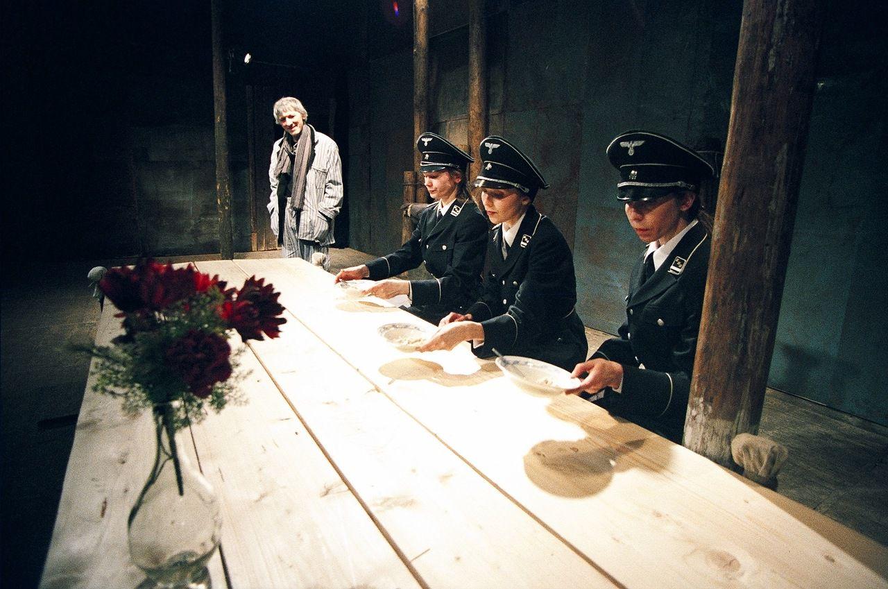 Спектакль «Предпоследний концерт Алисы в стране чудес» в Театре «Около дома Станиславского» фото 1