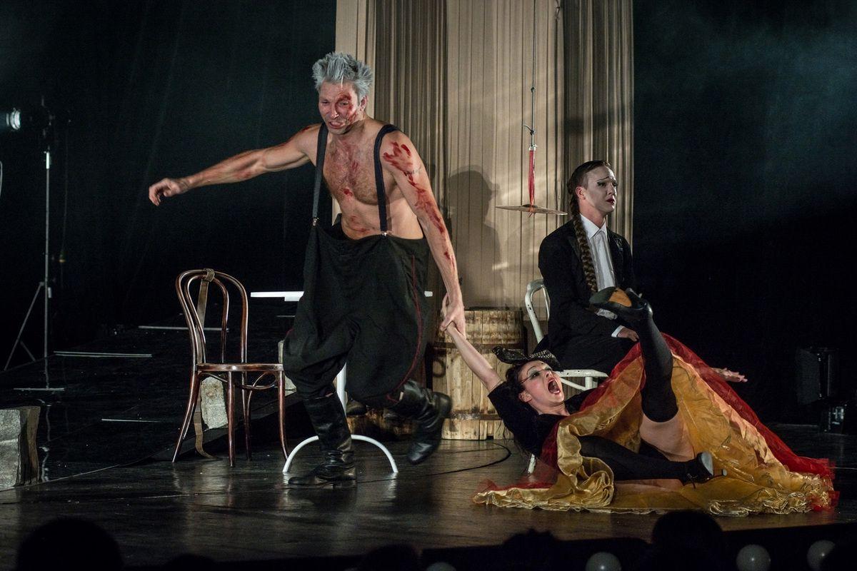 Спектакль «Барабаны в ночи» в Театре имени А. С. Пушкина фото 4