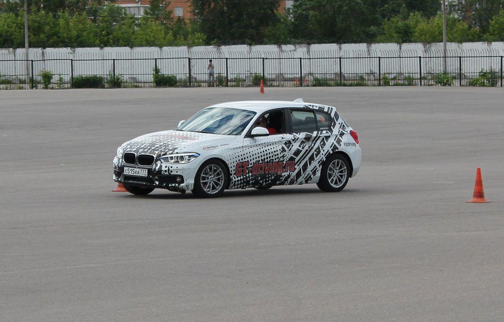 Дрифт на автомобиле BMW118i фото 2