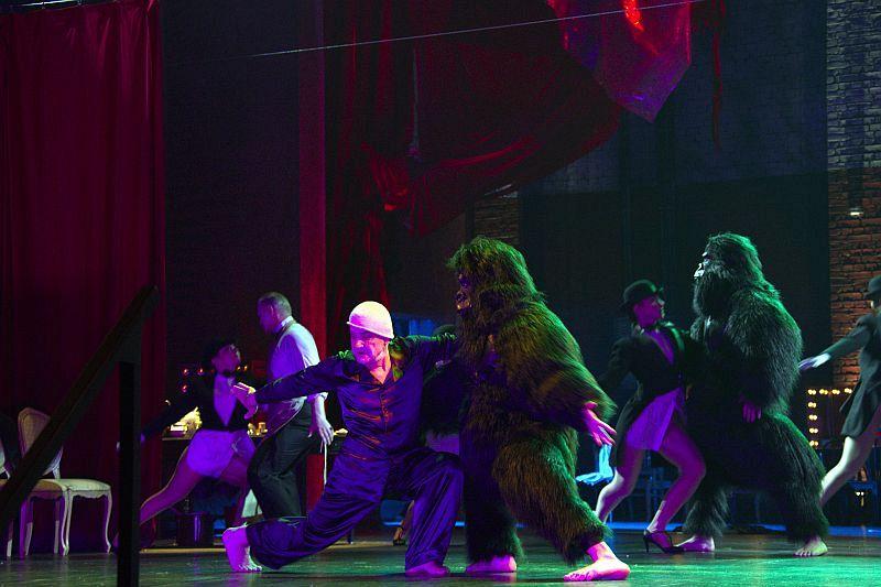 Спектакль «Мнимый больной» в Театре им. Вахтангова фото 9