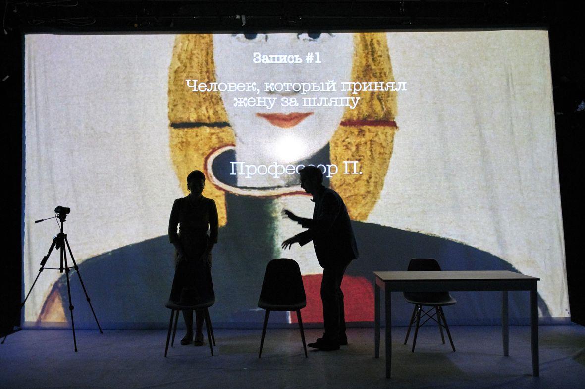Спектакль «Человек, который принял жену за шляпу» в Театре имени Вл. Маяковского фото 2