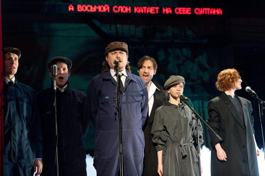 Спектакль «Добрый человек из Сезуана» в Театре имени А. С. Пушкина фото 5