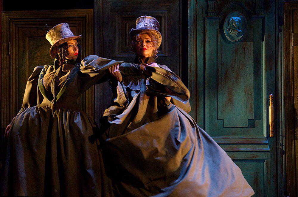 Спектакль «РевИзор» в Театре им. Ермоловой фото 3