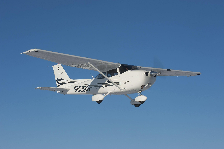Обучение пилотированию и 30 минут полёта на самолёте или романтический VIP-полёт для пары от клуба «Аэропрактика» со скидкой до 59% фото 2
