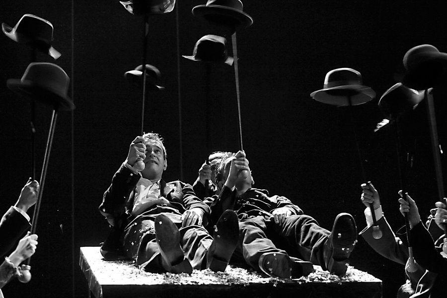Онлайн-показ спектакля «Гамлет» МХТ имени Чехова фото 1