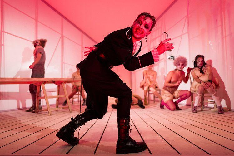 Спектакль «Lё Тартюф. Комедия» в Театре на Таганке фото 7