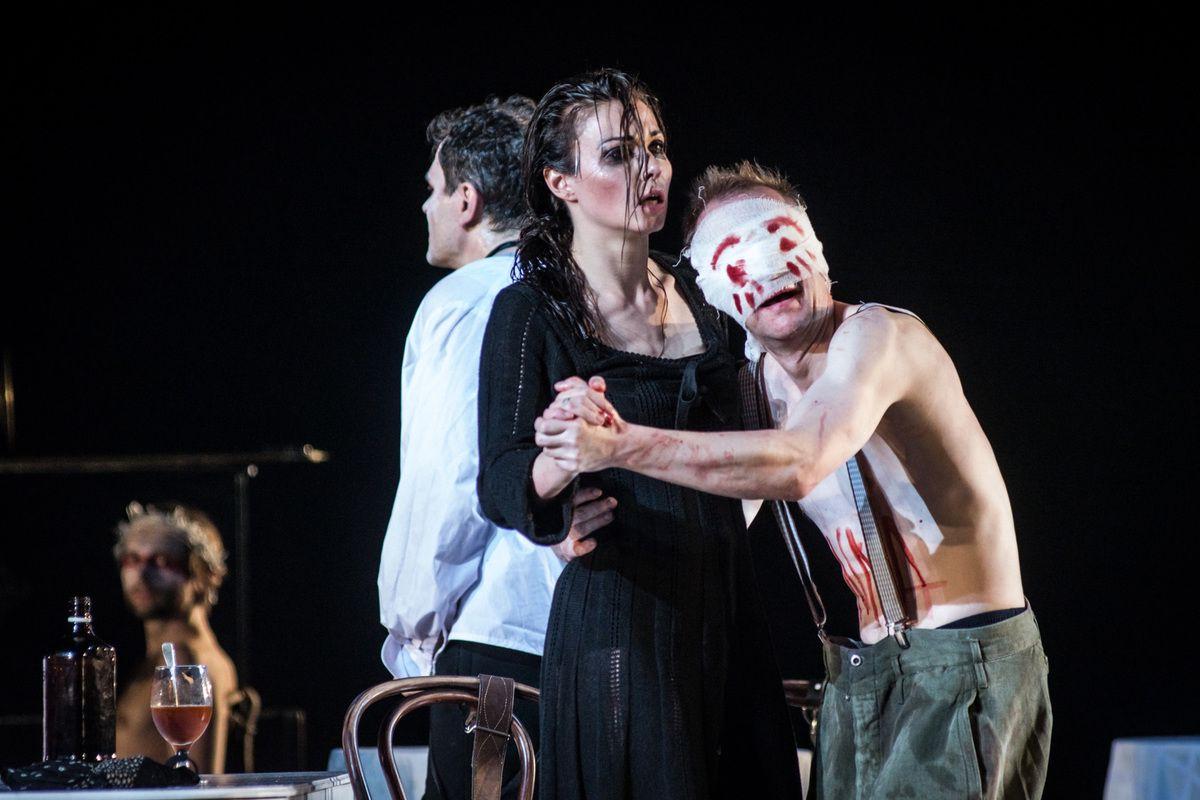 Спектакль «Барабаны в ночи» в Театре имени А. С. Пушкина фото 7