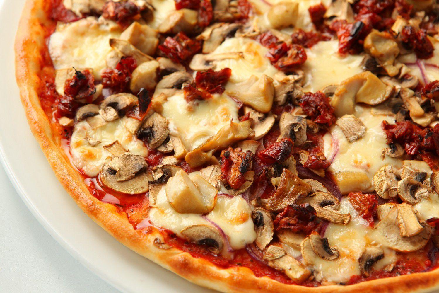 Пицца или осетинские пироги от службы доставки «Городская пекарня» со скидкой до 70% фото 1