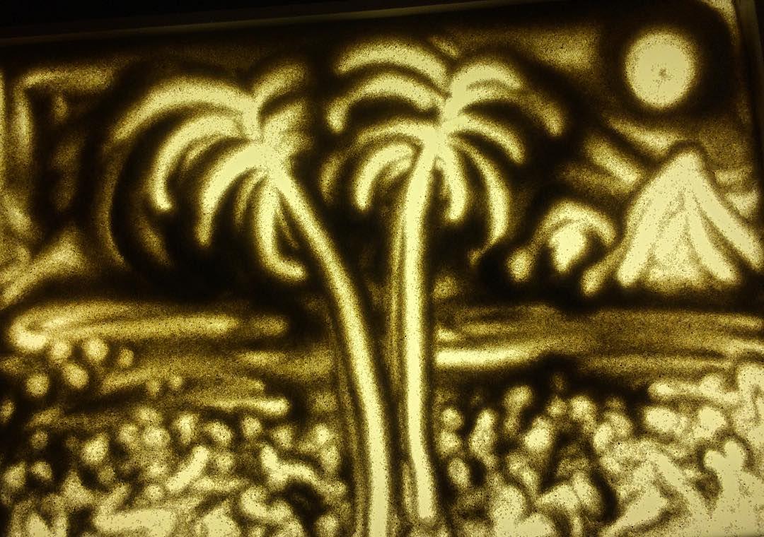 Скидка 61% на мастер-класс по рисованию песком на стекле в художественной студии MagicHands фото 1