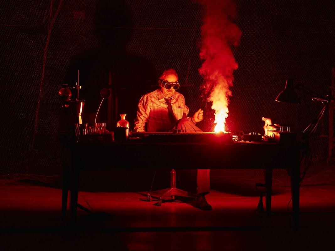 Спектакль «Макс Блэк, или 62 способа подпереть голову рукой» в Электротеатре «Станиславский» фото 3