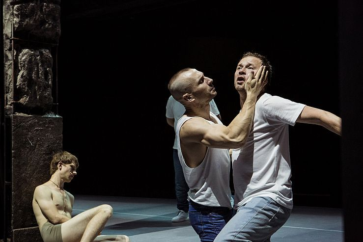 Спектакль «Пролетая над гнездом кукушки» в Театре имени Ермоловой фото 1