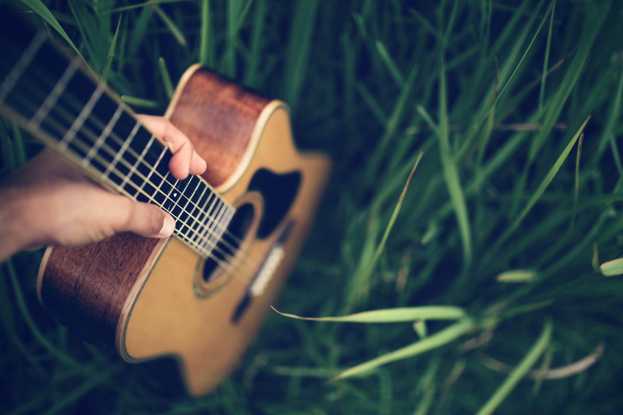 парень гитара мужчина природа дерево  № 3470118 бесплатно