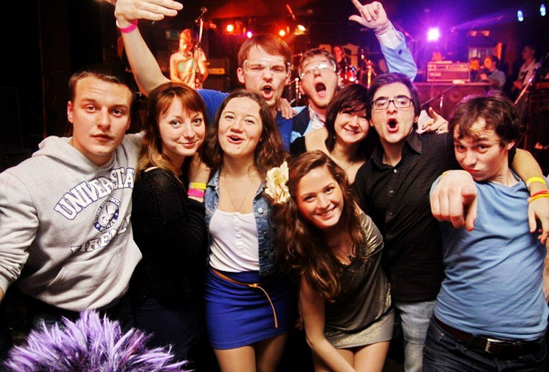 vstavila-russkie-studenti-na-dne-rozhdeniya