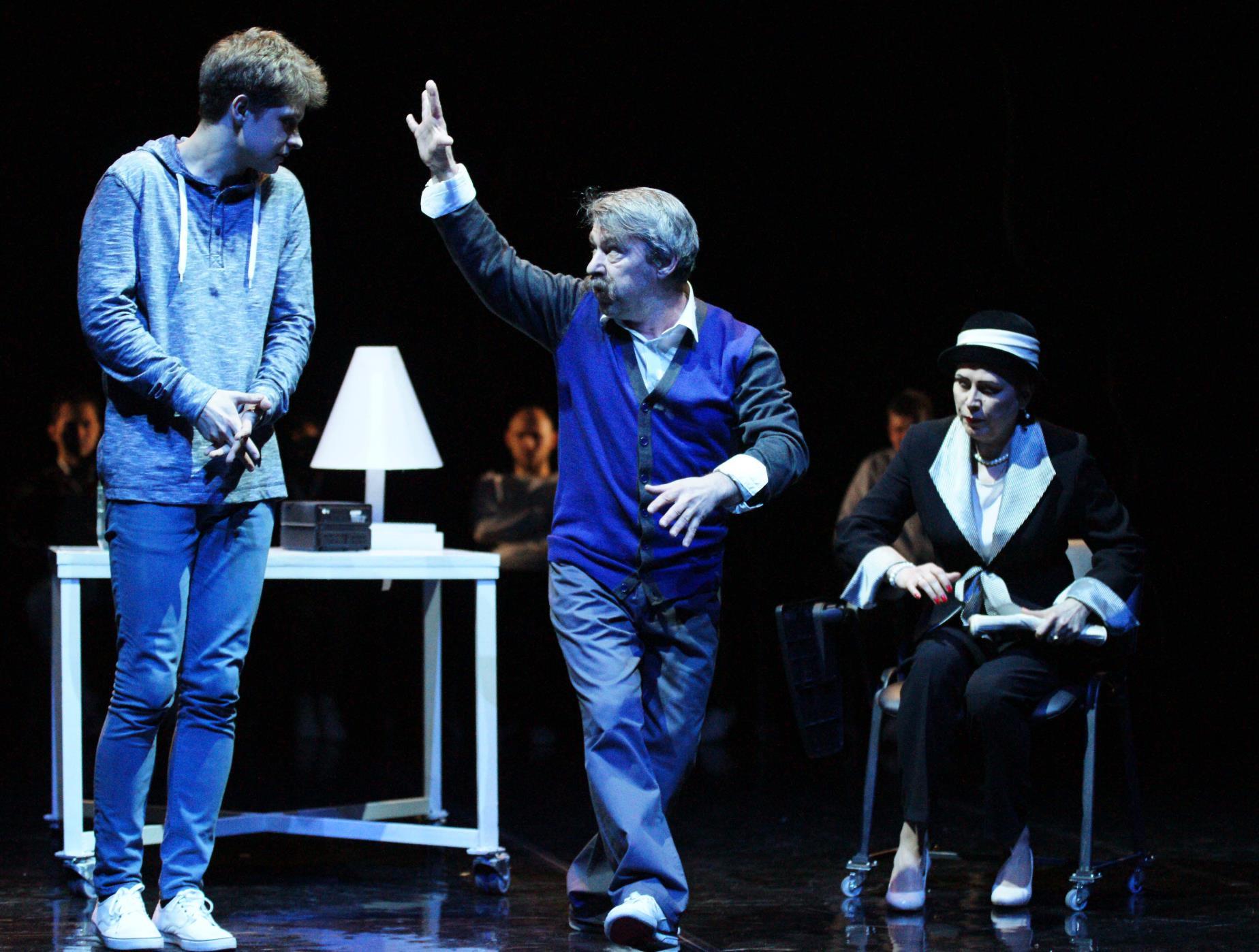 Спектакль «Все оттенки голубого» в Театре «Сатирикон» фото 5