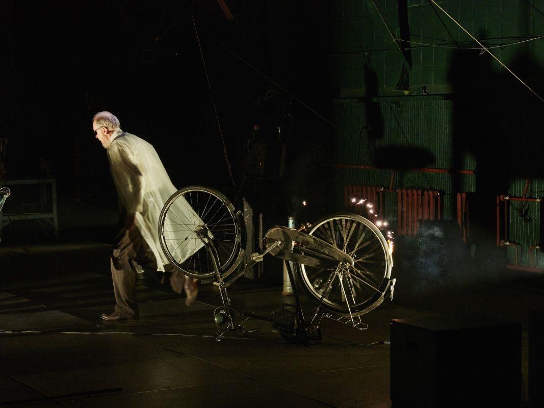 Спектакль «Макс Блэк, или 62 способа подпереть голову рукой» в Электротеатре «Станиславский» фото 5