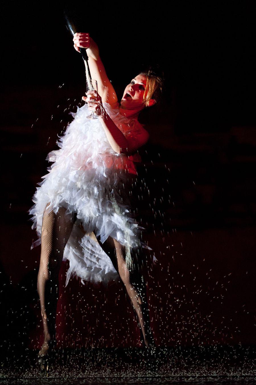 Спектакль «Добрый человек из Сезуана» в Театре имени А. С. Пушкина фото 6