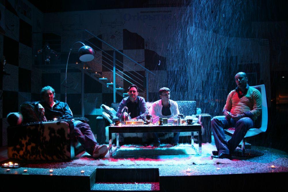 Спектакль «Разговоры мужчин среднего возраста о женщинах, кино и алюминиевых вилках» фото 4