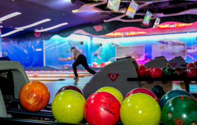 Скидка 75% на игру в боулинг в развлекательном центре «Игралайф» фото 1
