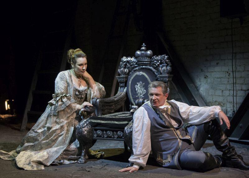 Спектакль «Любовь у трона» в Театре им. Вахтангова фото 1