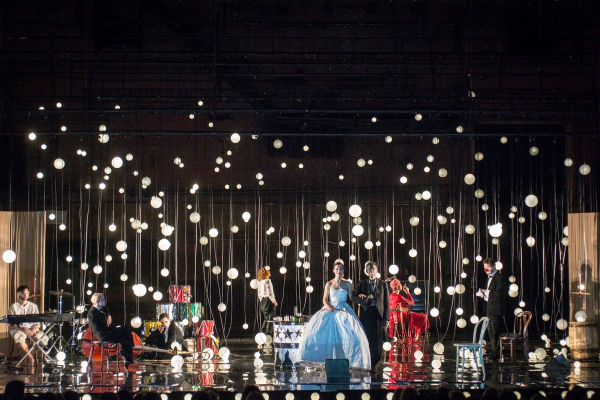 Спектакль «Барабаны в ночи» в Театре имени А. С. Пушкина фото 9