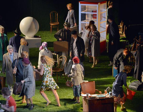 Спектакль «С любимыми не расставайтесь» в  Московском театре юного зрителя фото 1