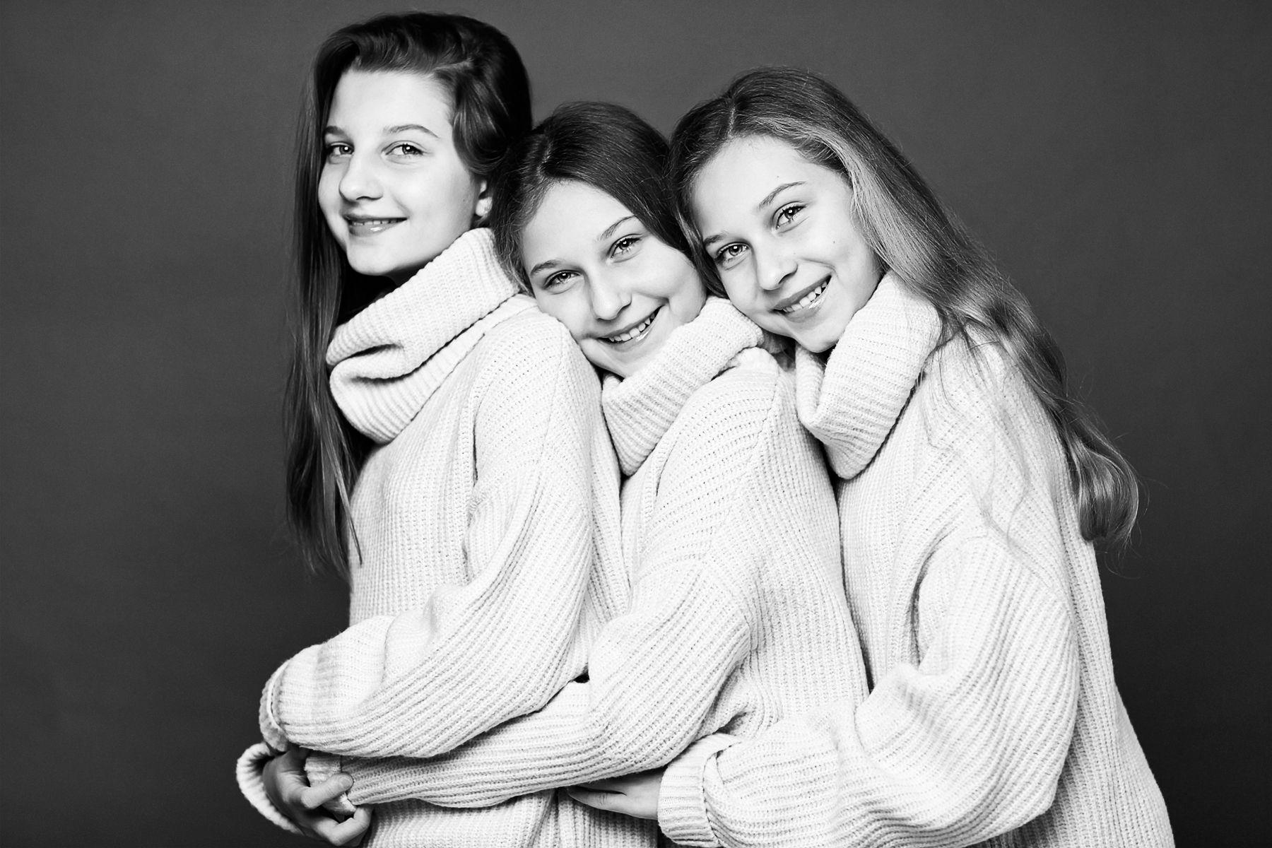 Выставка Hey, Sisters