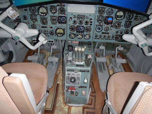 Полёт на тренажере в кабине самолёта с познавательной экскурсией и фотосессией в костюме парашютиста от клуба «Авиатор» со скидкой до 50% фото 1