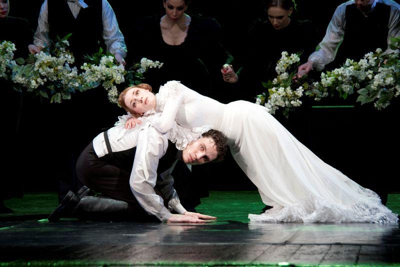 Спектакль «Анна Каренина» в Театре им. Вахтангова фото 1