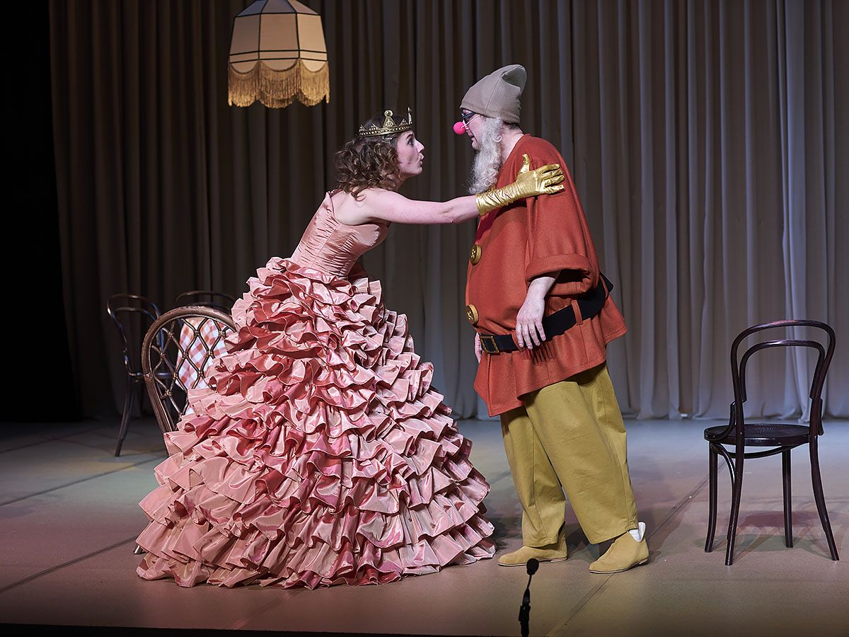 Спектакль «Ваня и Соня и Маша и Гвоздь» в театре «Сатирикон» фото 1
