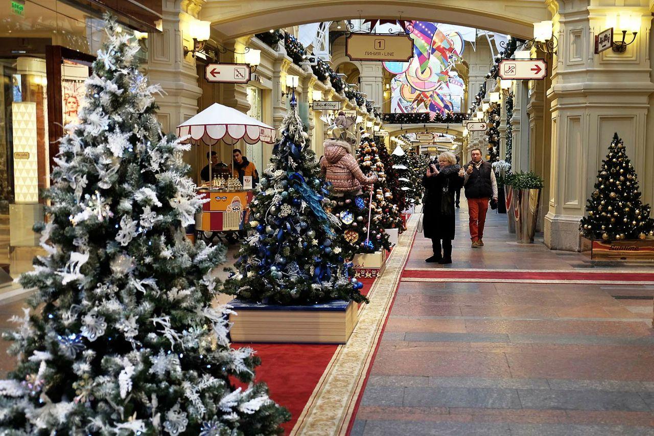 Выставка «Новогодние ёлки в ГУМе на Красной площади»