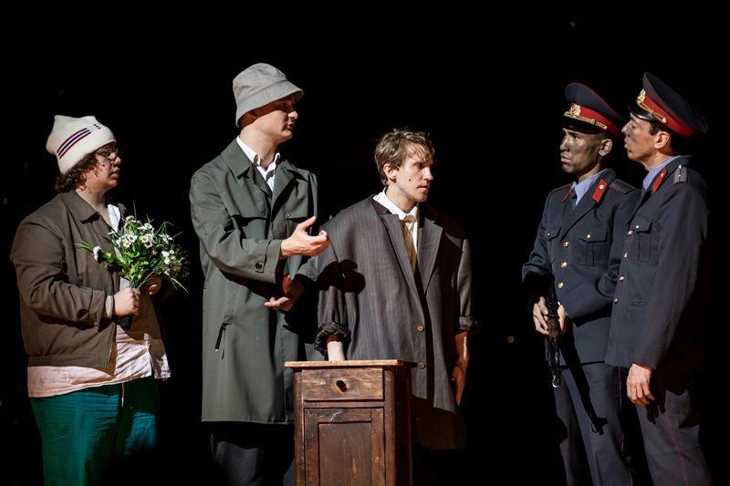 Спектакль «Сказка про последнего ангела» в Театре Наций фото 6